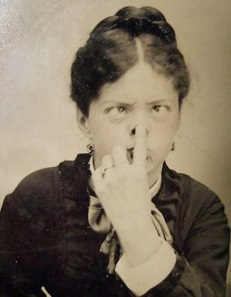 Click image for larger version.  Name:funny-victorian-era-photos-silly-vintage-photography-9-575132ee985f9__700.jpg Views:14 Size:22.1 KB ID:21053