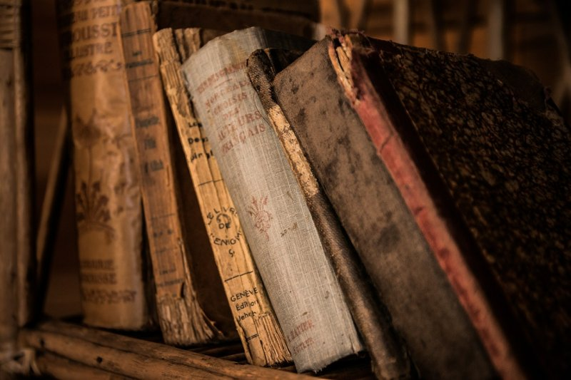 Click image for larger version.  Name:stack of old books_pixabay 05182019.jpg Views:2 Size:75.2 KB ID:23760