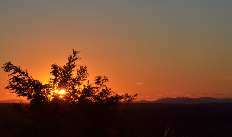 Click image for larger version.  Name:sunset1.jpg Views:41 Size:38.2 KB ID:10152