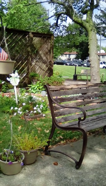 Click image for larger version.  Name:wooden bench.jpg Views:57 Size:72.5 KB ID:19975